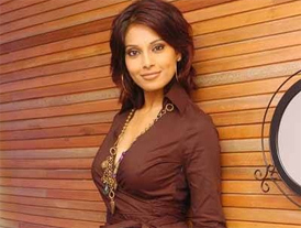 Hot Bipasha turns thirty