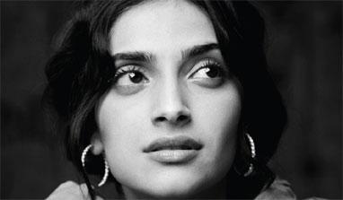 Sonam Kapoor supports Anna Hazare