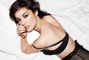 Bond girl Berenice Marlohe bares all for steamy sex scene in `Skyfall`