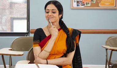 'English Vinglish' review: The stunning Sridevi is back with a bang!