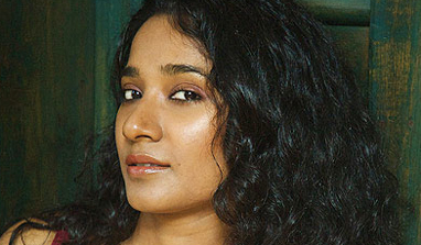 Tannishtha Chatterjee walks the ramp on the penultimate day of Wills India Fashion Week!
