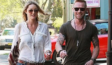 Ronan Keating helps lady love with shopping