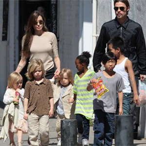 Brangelina`s kids visit post office, send letters to Santa