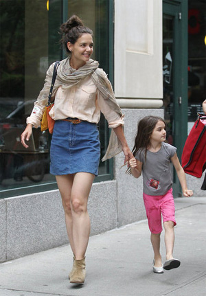 Katie Holmes planning to adopt baby sis for daughter Suri