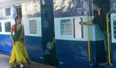 SRK re-enacts DDLJ train scene with Deepika Padukone for new movie