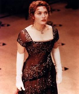 Kate Winslet`s `Titanic` dress fetches USD 330,000 at auction