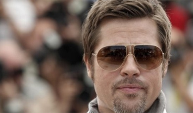 Brad Pitt splashes 75,000 pounds on Noddy car painting