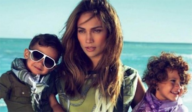 Jennifer Lopez`s twins make their stage debut in Puerto Rico
