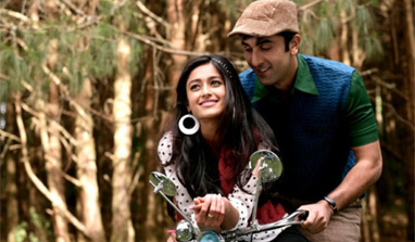 WATCH: Ranbir woos beautiful Illeana in 'Main Kya Karoon'