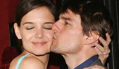 Katie Holmes hires confidence coach to get over Tom Cruise split