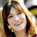 Carla Bruni signs up with Universal Music
