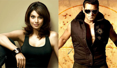 Bipasha Basu brands Salman Khan the 'fitness icon'