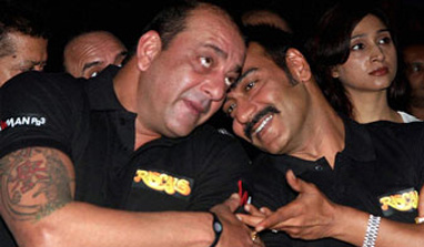 Sanjay Dutt's surprise visit to the 'Himmatwala' shoot in Hyderabad!