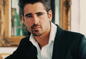 Colin Farrell flaunts abs in yoga class