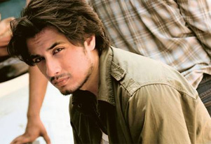 Ali Zafar puts no-kiss clause before signing films!