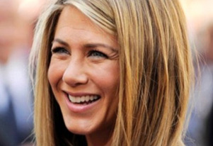 Jennifer Aniston receives snake skin pedicures?