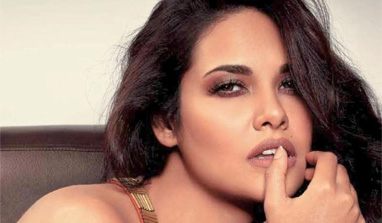 I can`t carry a film on my shoulders: Esha Gupta