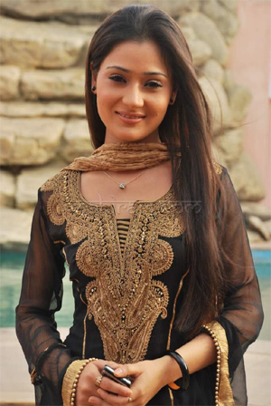 Sara Khan turns item girl, but mum about details