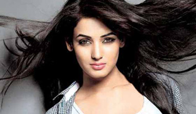 Kissing is just an expression in '3G', says Sonal Chauhan