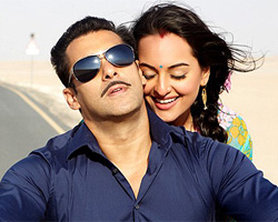Salman Khan gives painting tips to Sonakshi Sinha