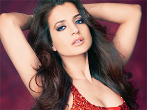 Ameesha Patel to flaunt `desi` look at Cannes red carpet