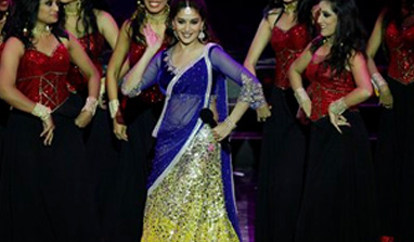 http://zns.india.com/upload/2013/7/7/mad-iifa382.jpg