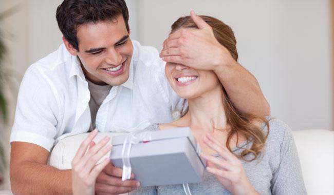 Women take lead in choosing V-Day gifts for men online