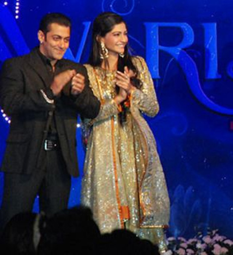 Salman is hot: Sonam Kapoor