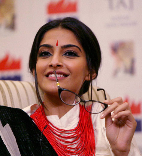 Sonam Kapoor mobbed, loved the experience