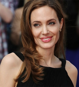 No dress, No marriage says Angelina Jolie