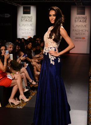 Lisa Haydon walks for Ridhi Mehra at LFW