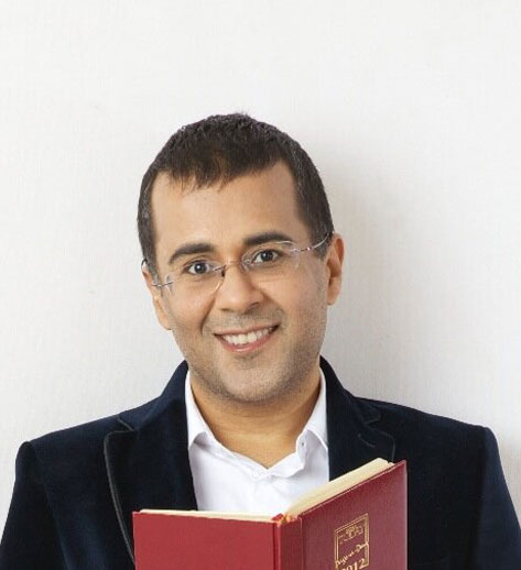 Chetan Bhagat`s `Half Girlfriend` becomes butt of jokes on Twitter!