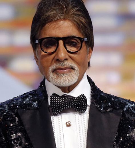 Big B hails Lucknow`s `Red Brigade` girls